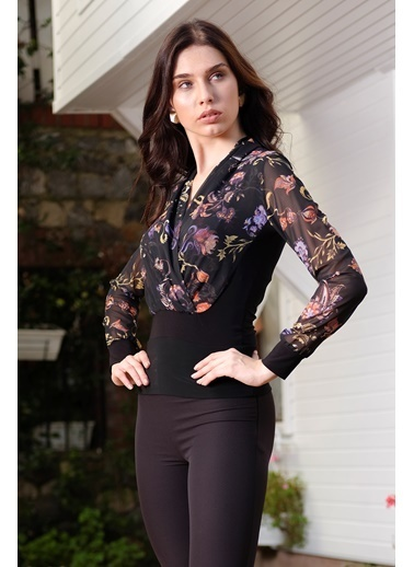 İroni Kruvaze Yaka Çiçekli Şifon Bluz Siyah